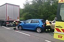 Tři lidé se zranili při nehodě u Nevojic.