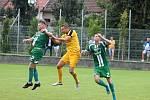 Utkání 4. kola krajského přeboru fotbalistů Svratka Brno (žluté dresy) - Tatran Rousínov se hrálo v Bosonohách. Z vítězství 2:1 se radovali domácí.