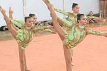 Ve společných skladbách je důležité zacvičit sestavu ve skupině dívek bez nejmenší chybičky.