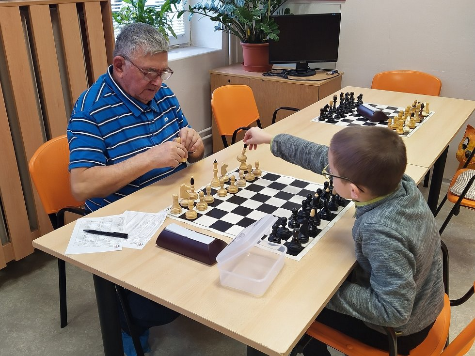 Současný nejstarší šachista okresu Vyškov Miroslav Merta se stále věnuje výchově mládeže.