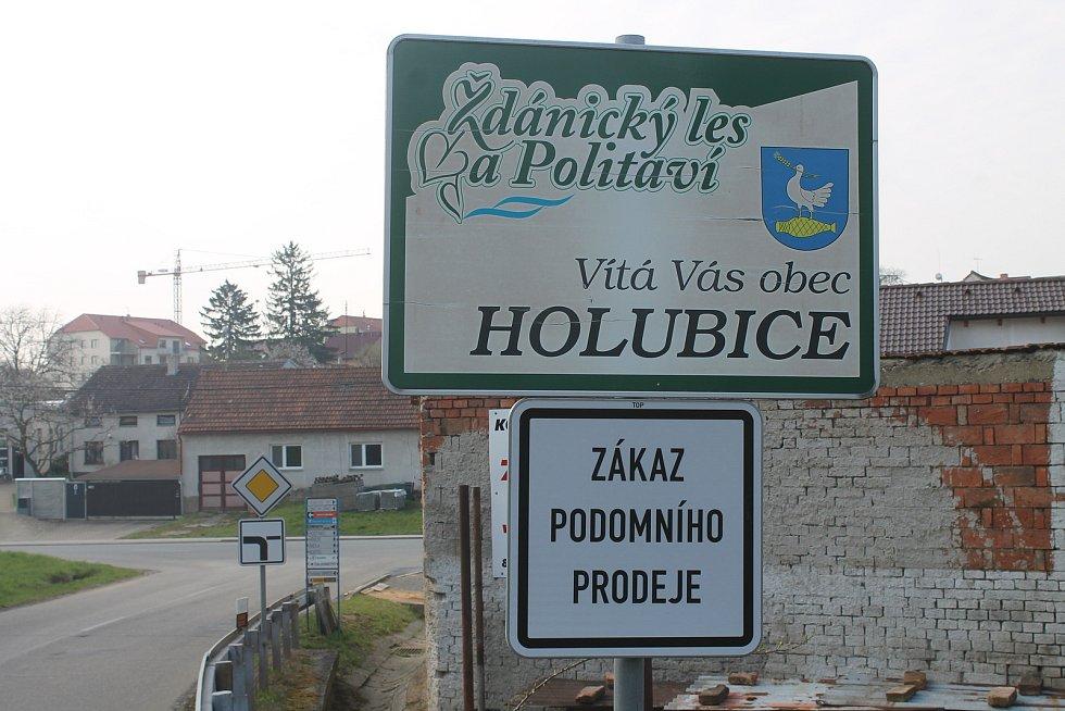 Obec Holubice.