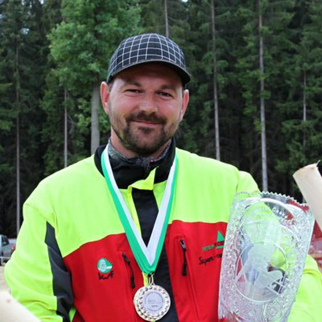 Jaroslav Štelc se letos stal vicemistrem republiky v dřevorubectví.