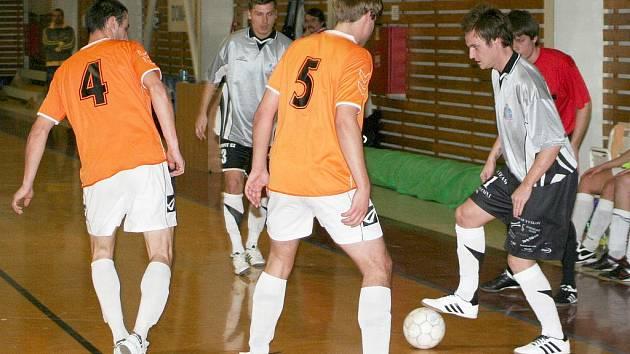Futsalisté Pivovaru Vyškov (v šedém).