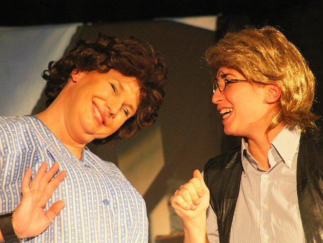 Loni ochotníci z Apollo Tučapy přišli s Troškovou komedií, letos se vracejí k pohádkám.
