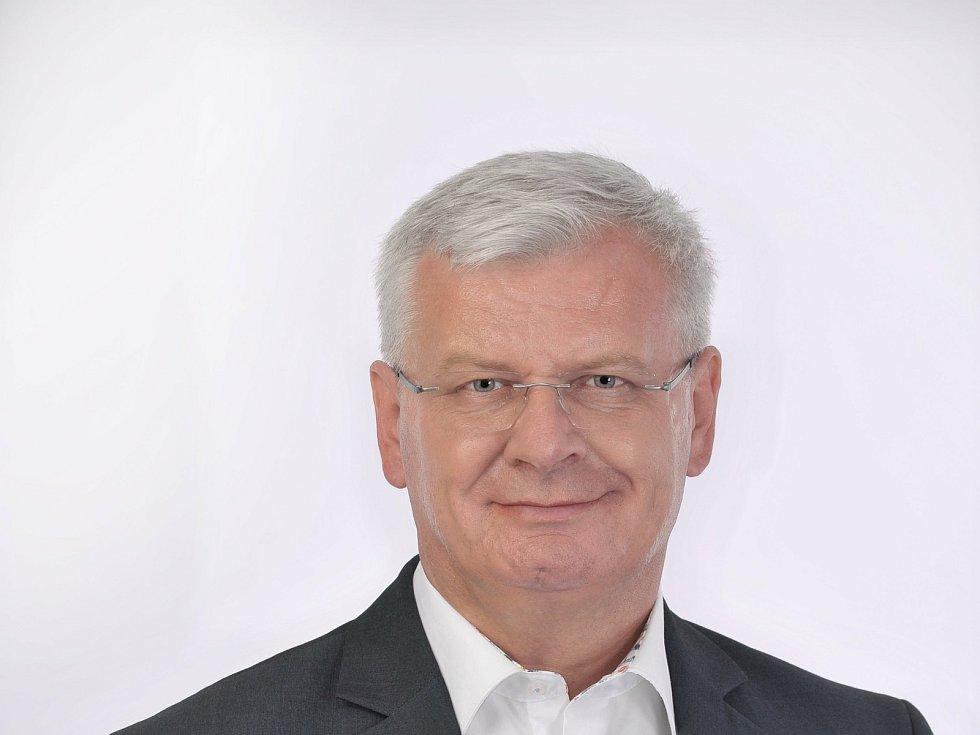Po dlouhých osmnácti letech skončí v Senátu Ivo Bárek.
