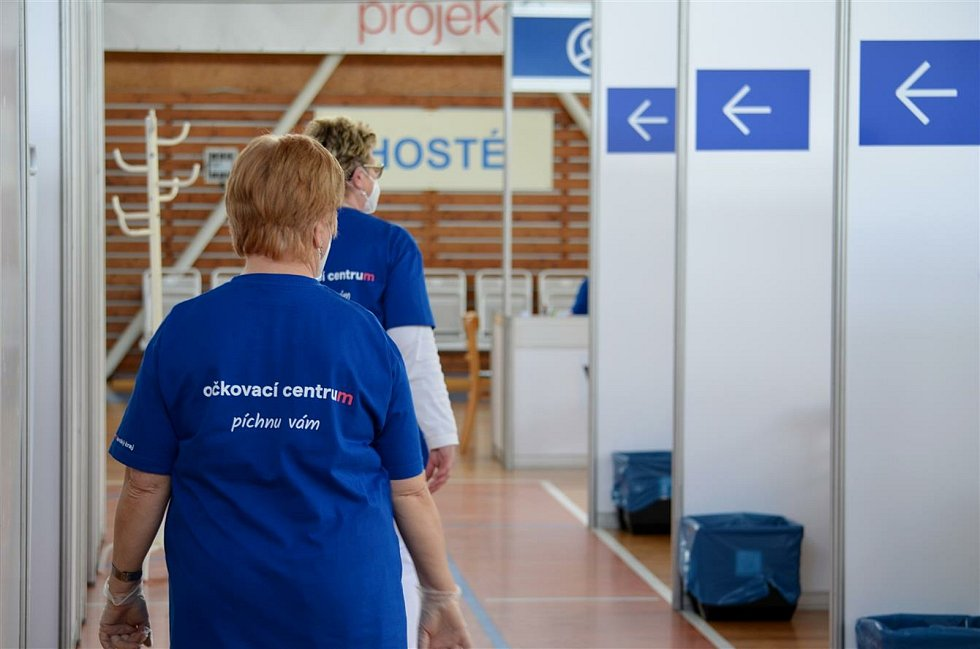 Denně v hale zatím zdravotníci očkují 360 lidí denně. Kapacita záleží na dodávkách vakcín. Foto: Město Vyškov