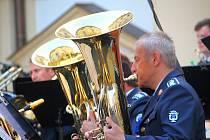 Hudba Hradní stráže a Policie České republiky zahrála na slavkovském zámku to nejlepší ze svého repertoáru.