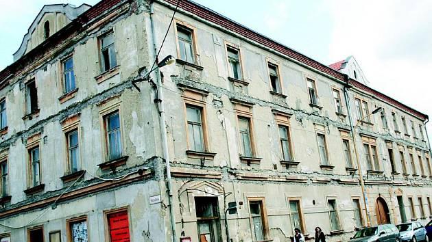 Greplův dům na rohu Husovy ulice a náměstí Československé armády ve Vyškově.
