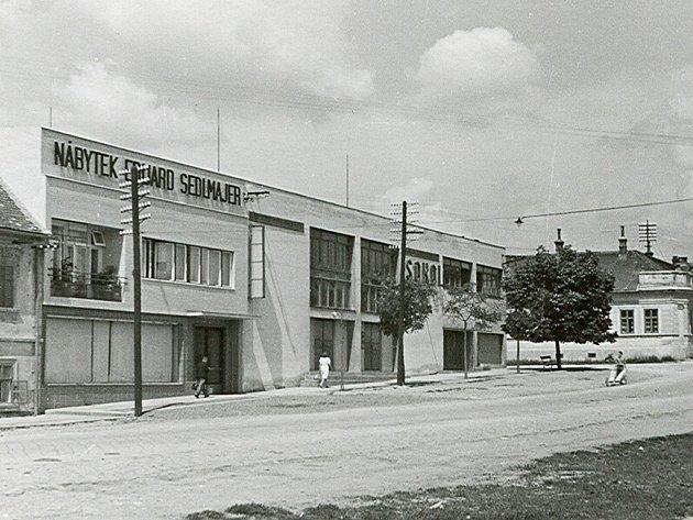 Archivní snímek Sedlmajerova domu v Rousínově.