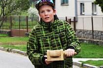 Chlapce z Dědic na hrkání baví nejen to, že pomáhají udržet tradice. Lákavý je pro ně i pořádný hluk, který se jim s trakači a hrkačkami daří opravdu pořádný.