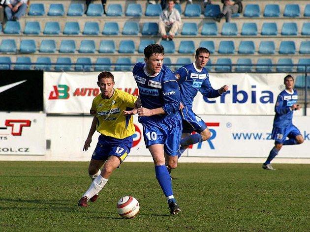 Fotbalisté Drnovic (v modrém). Ilustrační fotografie.