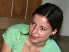 Talentovaná vysokoškolačka z Kojátek Jana Kokešová zpívá také pro charitu.