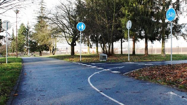 Cyklostezka ve Smetanových sadech.