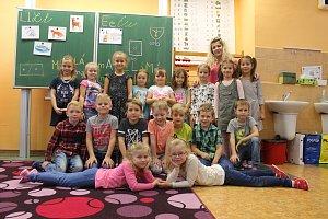 Žáci 1.D Základní školy Purkyňova ve Vyškově s paní učitelkou Martinou Ryškovou.