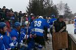 Exhibiční utkání TJ Tatran Hrušky proti hvězdnému týmu Martina Dejdara HC Olymp v ledním hokeji zažiy v sobotu Hrušky. Lední hokej v obci tak oslavil 80 let.