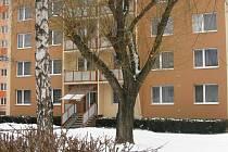 Dům na sídlišti Hraničky ve Vyškově, jehož obyvatel vyhrožoval svým sousedům a skončil v psychiatrické léčebně.