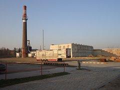 Areál slavkovského cukrovaru, v němž má nový supermarket vyrůst.