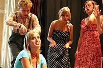 Komediální muzikál z pera Pavla Dostála nastudovali mladí ochotníci z Bučovic. Představí ho na novém divadelním festivalu.