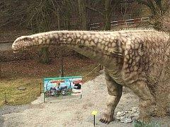 Nový model argentinosaura ve vyškovském dinoparku.