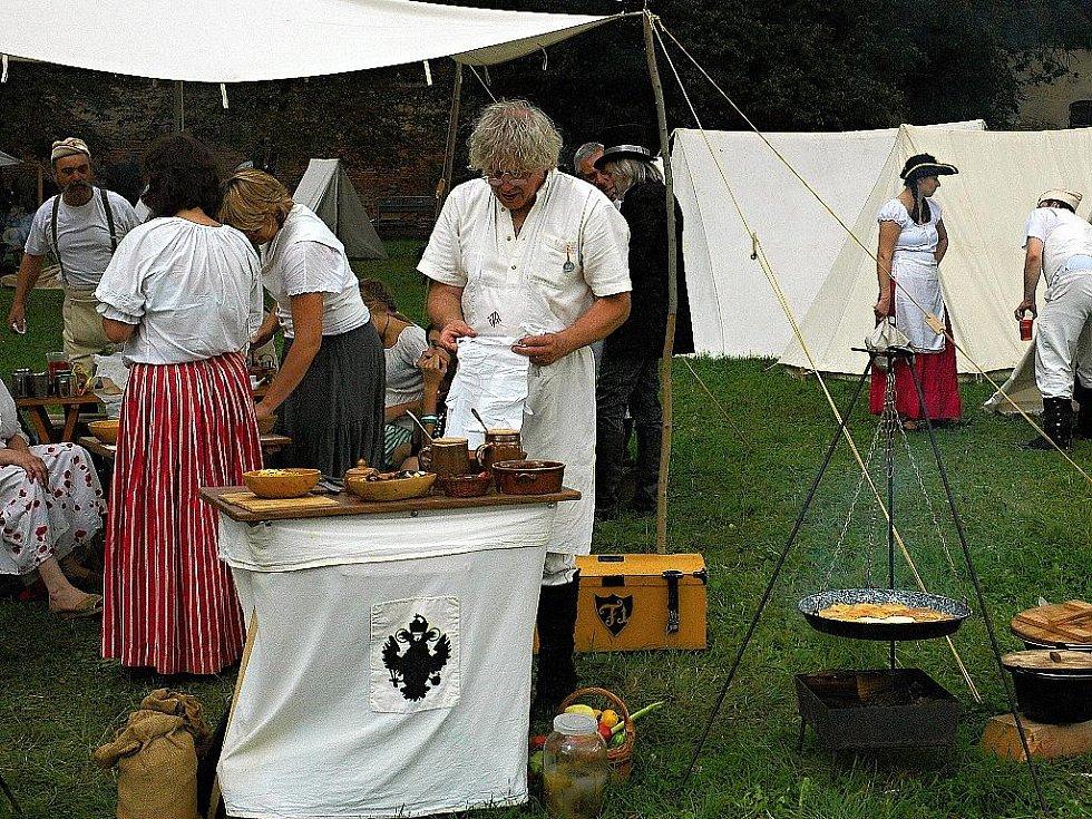 Napoleonské dny ve Slavkově - Příprava večeře v polním táboře spojeneckých vojsk.