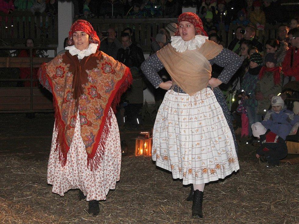 Lidé se na Babiččině dvorečku ve vyškovském zooparku seznámili s hanáckými adventními tradicemi.