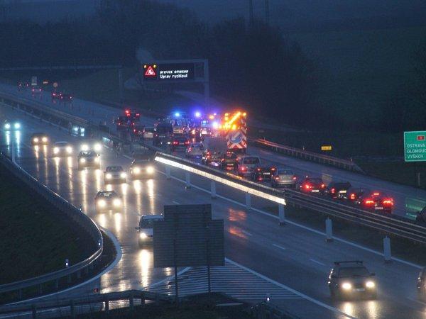 Kolony se vpondělí vpodvečer tvořily na dálnici D1 kvůli hromadné nehodě uVyškova.