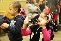 Děti z Ruprechtova a okolí si v sobotu odpoledne užily Čertovskou jízdu. Na závěr je potěšil i Mikuláš.