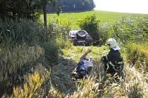 Osobní auto u Brankovic sjelo do potoka.