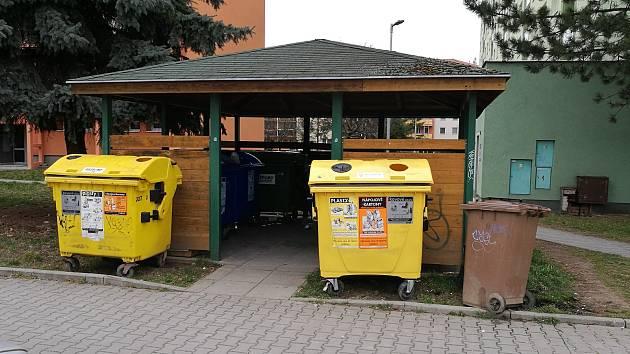 Kontejnery na tříděný odpad ve Vyškově. Ilustrační foto.