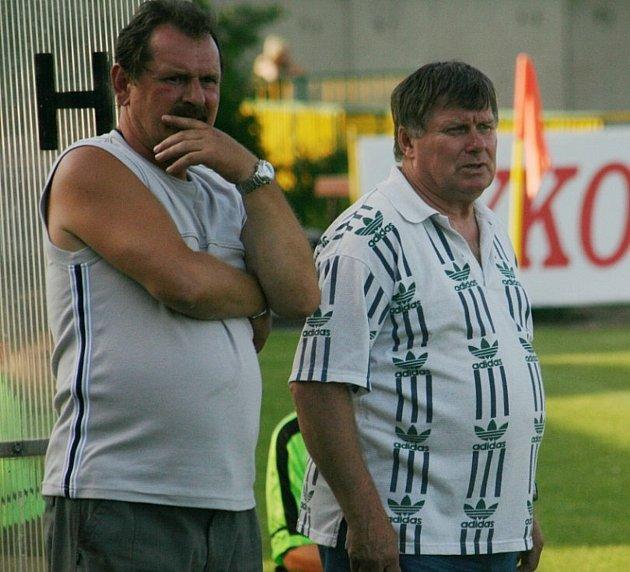 Po konci hráčské kariéry se Petr Vyškovský (na snímku vpravo) vrhl na trenérskou kariéru. Na snímku jako kouč Starého Poddvorova. Foto: Deník/Petr Turek