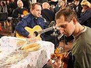 Druhý roční akce Novoroční stodola určené pro amatérské muzikanty se opět vydařil. Pobavit, zahrát si a zazpívat si dorazily desítky muzikantů i publika.