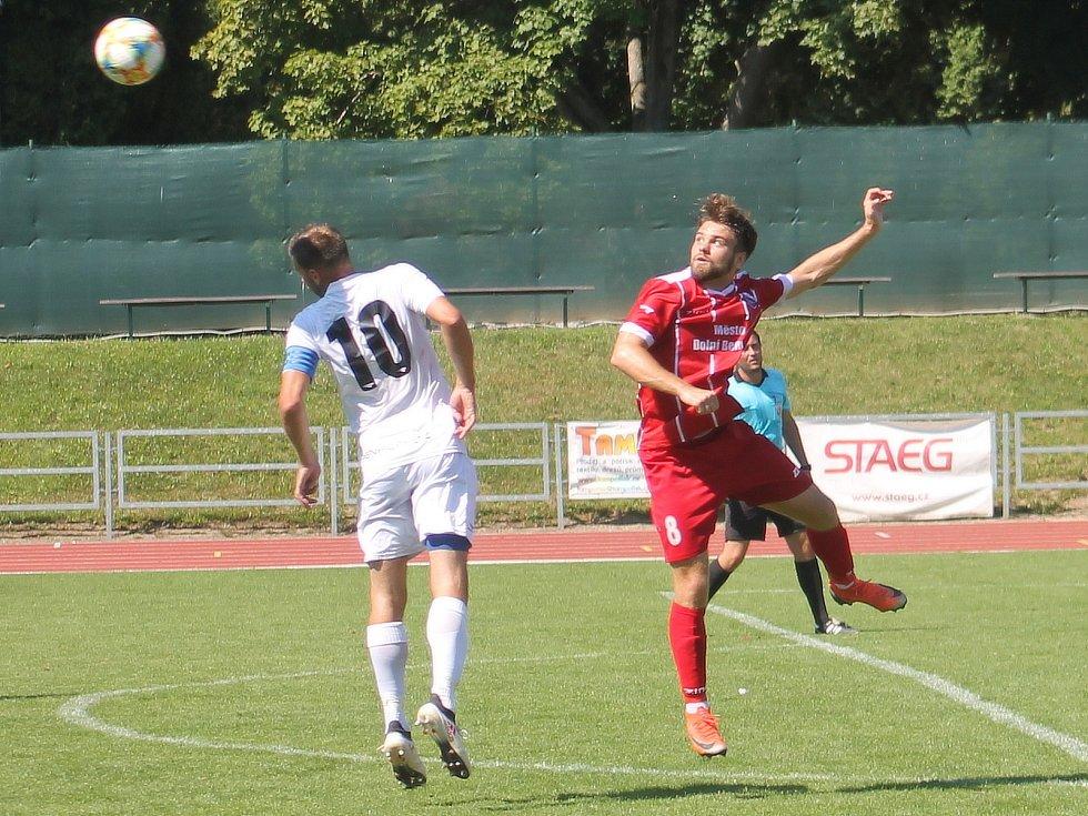 Ve třetím kole Moravskoslezské liy porazili fotbalisté MFK Vyškov (bílé dresy) tým Dolního Benešova 5:2.
