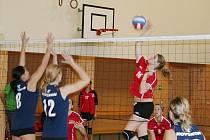 Volejbal juniorky: Vyškov (v červeném) vs. Uherské Hradiště