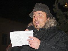 Bučovické náměstí Svobody zaplnily loni stovky lidí. Od Josefa Boudy zazněly kromě koled i vánoční hity Karla Gotta.