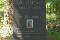 Slavnou hájenku v lesích jižně od Mouřínova dnes už nenajdeme. Na jejím místě vznikl pomník partyzánům z oddílu Olga a nedaleko také Jiřímu Jírovskému, který v těchto místech padl.