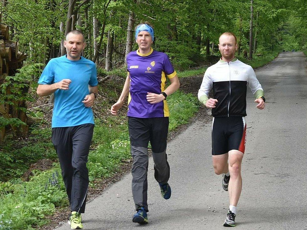 Sedmý závod Jarního koronavirového poháru běžců AK Drnovice vyhráli Langhammerová a Dvořák.