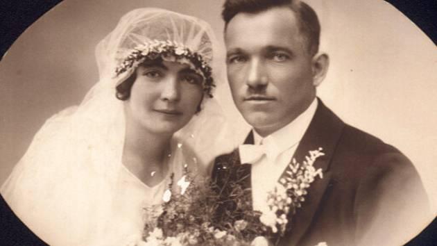 Svatební foto Jenovéfy a Václava Králíčkových, který zemřel při neštěstí na poli.