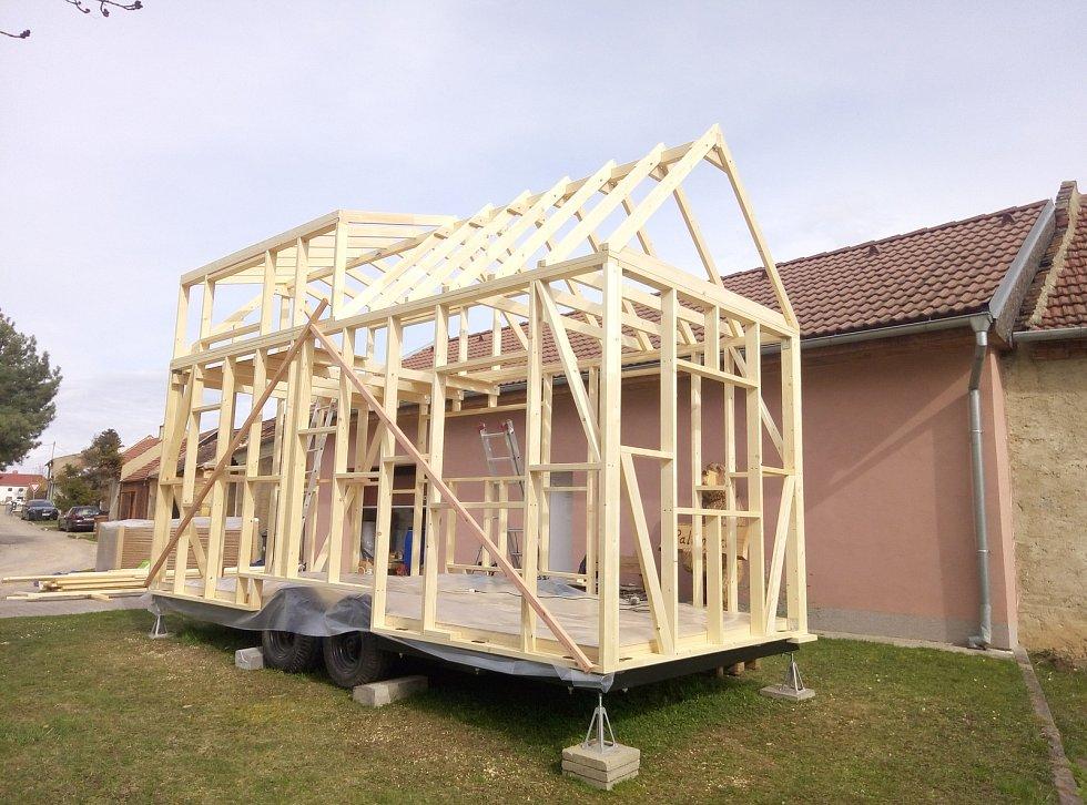 Tini House staví v Pustiměři.