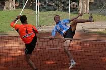 Nohejbalisté Orla Vyškov včetně hráče Martina Müllera (na snímku vpravo) věří, že se jim bude dařit a o víkendu si zahrají hned dvakrát.