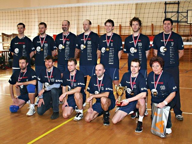 V utkání prvního s druhým II. ligy volejbalistů zvítězil Sokol Bučovice nad Sokolem Palkovice 3:0 a 3:1.