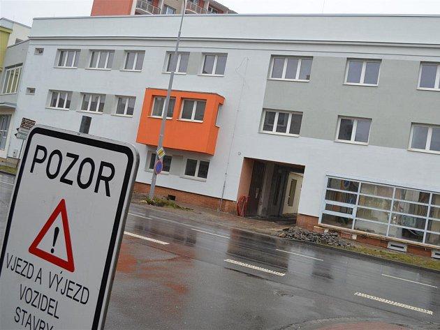Svou služebnu plánují vyškovští strážníci přesunout do budovy bývalého okresního stavebního podniku v Žižkově ulici, kterou radnice aktuálně modernizuje.
