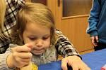 Děti mohly výrobky prodat na adventním jarmarku.