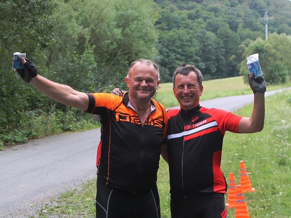 Jak jsou na tom cyklisté s alkoholem? To zjišťovali v sobotu policisté v Rakoveckém údolí. Měli připravený i test.