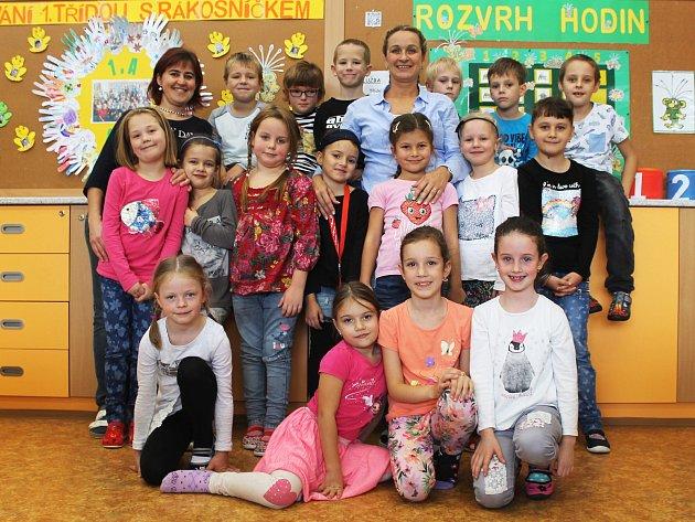 Žáci 1.AZákladní školy Purkyňova ve Vyškově spaní učitelkou Jiřinou Spáčilovou a asistentkou Barborou Žlebkovou.