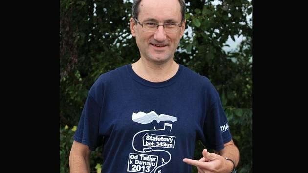 Rousínovský dirigent a flétnista Radek Dočkal propadl ultradlouhým běhům.