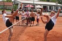 Druhý ročník nohejbalového turnaje trojic O pohár města Ivanovice na Hané přilákal i extraligové hráče.
