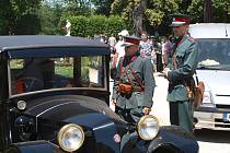 Zámecký park ve Slavkově zaplavily stovky veteránů