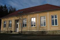 Pístovický úřad přesídlil do opravené budovy staré školy.