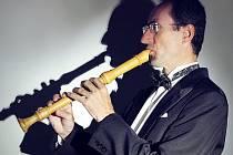Hudebník Radek Dočkal slaví padesátiny. V rousínovské záklední umělecké škole při té přiležitosti pořádá v úterý večer koncert.
