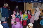 V Hlubočanech se letos lidé sešli poprvé. Už v pět hodin odpoledne lidem zazpívaly děti za základní a mateřské školy. V šest hodin si pak všichni společně zazpívali koledy. Dorazilo sto dvacet lidí.